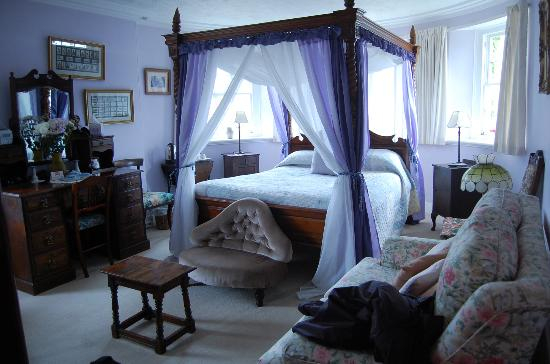 Lewis's Bed and Breakfast: our beautiful four-poster bedroom
