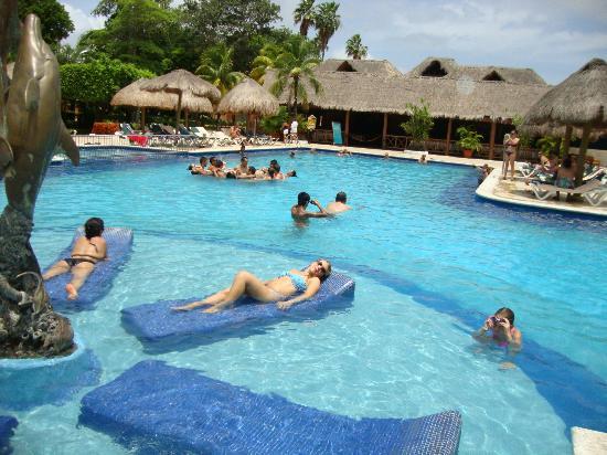 Hotel Riu Lupita: tumbona en agua...mmmm
