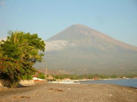 Kembali Beach Bungalows: Mount Agung from the beach in front of Kembali