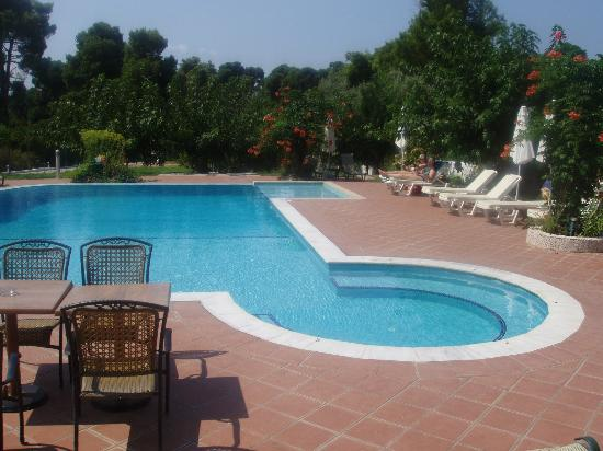 Eliso Studios & Apartments: different view of the pool