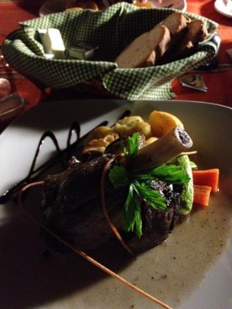 Il Girna Restaurant: Lamb shanks baled in Gozitan style