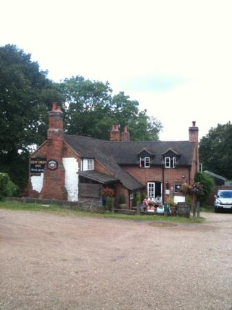 The Dew Drop Inn: Beautiful location situated in the middle of woodland