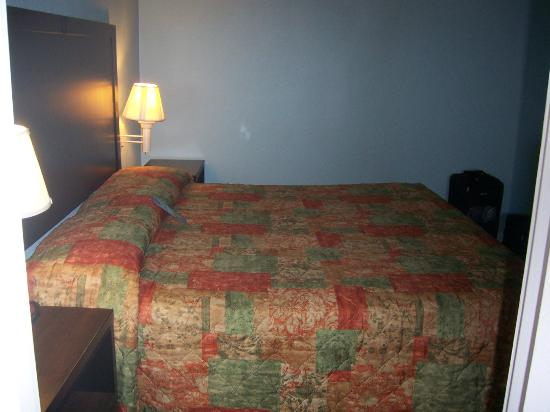 Travelodge Suites Virginia Beach Oceanfront : Comfy Bed!