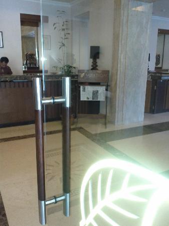 Le Beringin Hotel: entrance door