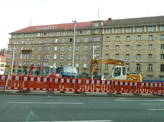 Le Meridien Grand Hotel Nurnberg: 駅前工事中2011
