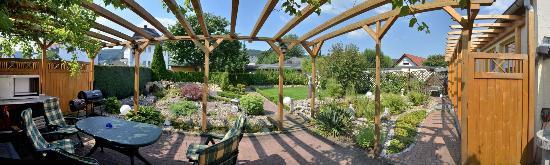 Pension  Becker: Gartenterrasse