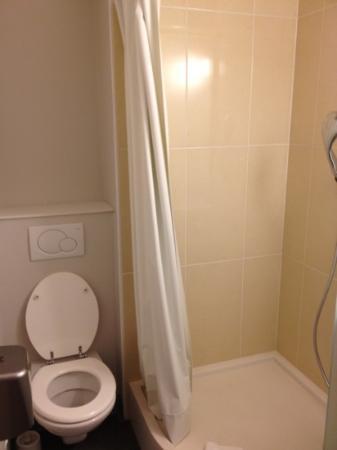 B&B Hotel SAINT-MALO Centre : salle d'eau