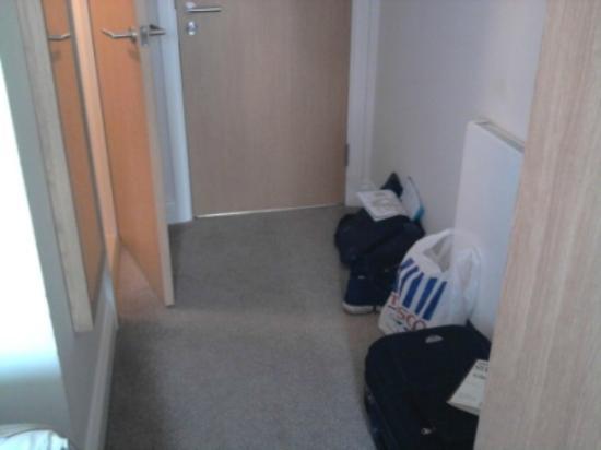 كوينز هوتل: Small room 
