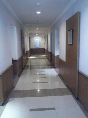Le Beringin Hotel: corridor