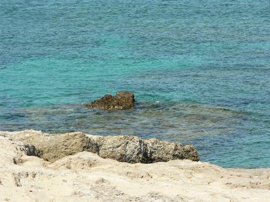 Falassarna Beach: rocky coast-1