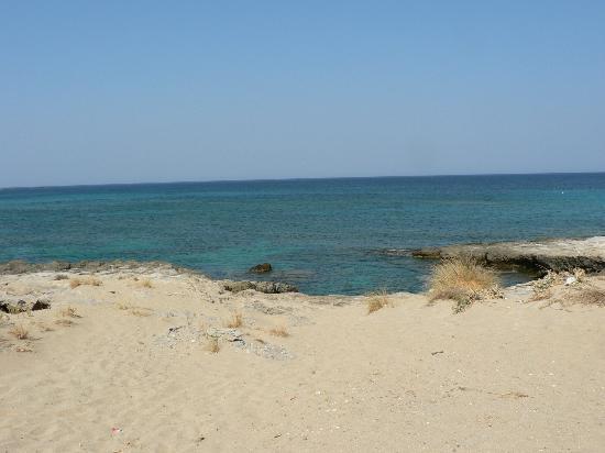 Falassarna Beach: rocky coast-2