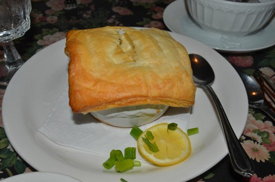 Rusty Duck Restaurant: Puff Pastry over Escargot - A different YUM!