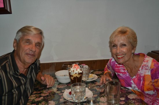 Rusty Duck Restaurant: Two new friends enjoying a Anniversery sundae