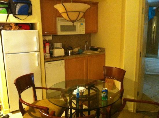Sheraton Desert Oasis: Kitchen