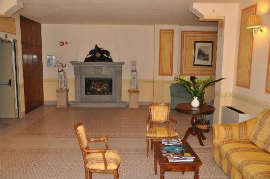 Hotel Residence San Gregorio: hall