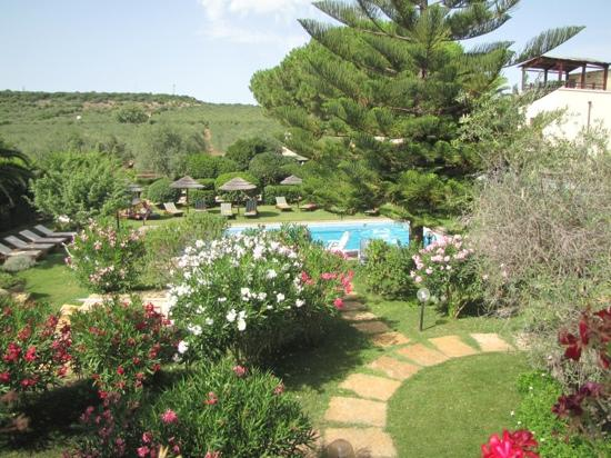 Vessus Country Hotel : jardin