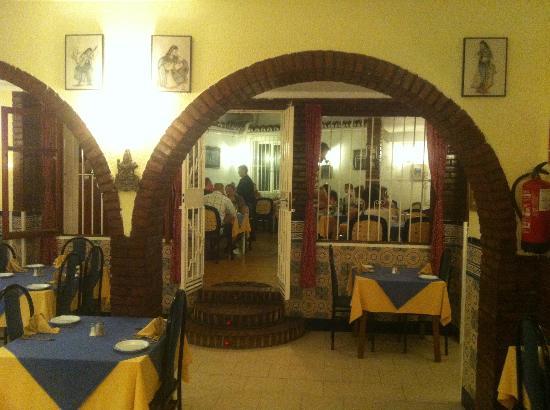 Taste of India : Restaurant interior & inner courtyard