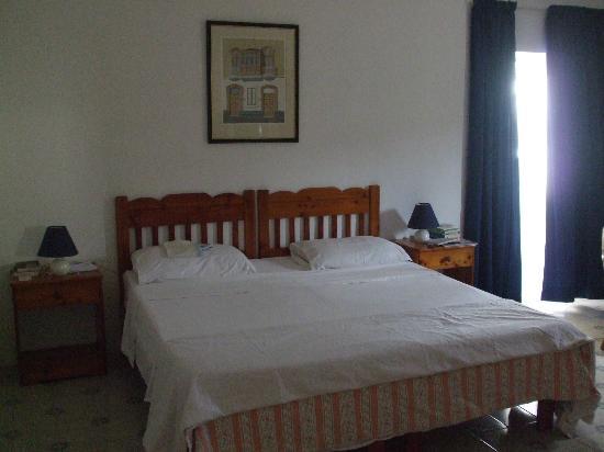 Villa Bronja: Letto matrimoniale confortevole (cambio di lenzuola e asciugamani settimanale)
