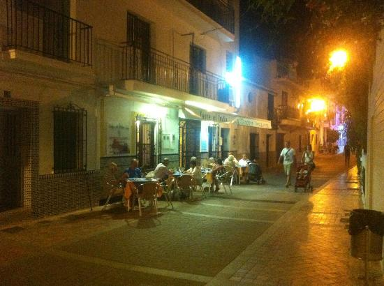 Taste of India : Calle Carabeo - general nighttime view