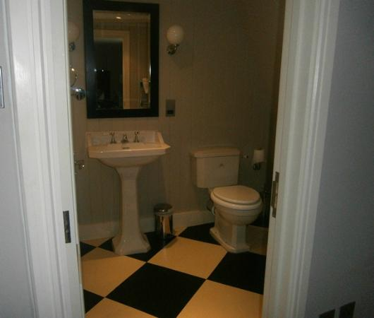Royal Albion Hotel: partial view of bathroom