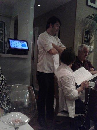 Chez L'Ami Martin: Chef Pascal Jolly, presente no salão do restaurante.