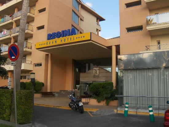 4R Regina Gran Hotel: The front entrance