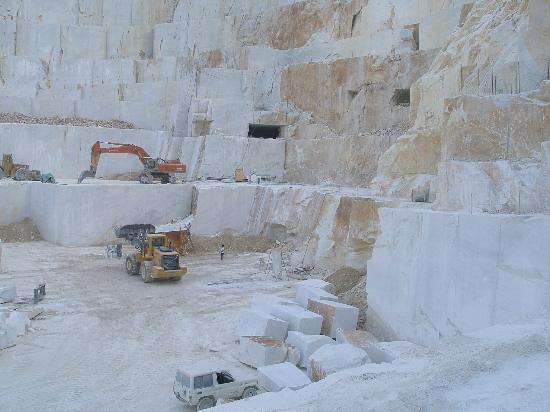 Le Cave All Aperto Picture Of Cttours Carrara Marble