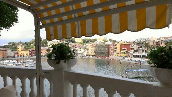 Hotel Helvetia: Baia del silenzio (non d'estate per?...)