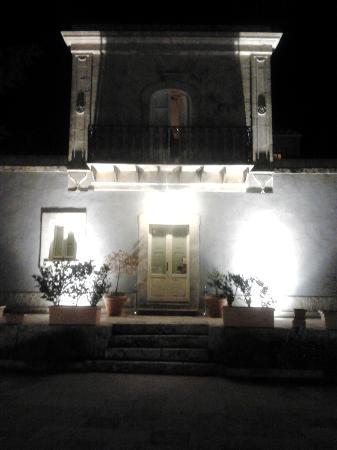 Casa Ciomod: la villa di notte