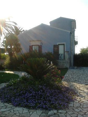 Casa Ciomod: la villa ingresso laterale