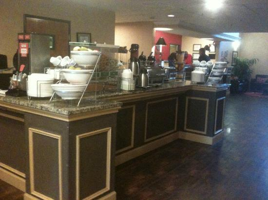 Comfort Suites Las Colinas Center: Breakfast buffet