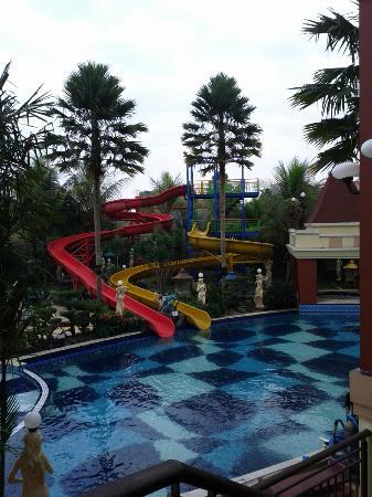 Grand Wahid Hotel Salatiga: mini waterboom for kids