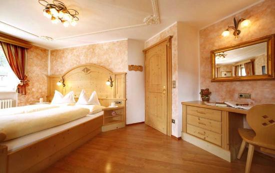 Wellness Residence Villa Leck: camera Zimmer room