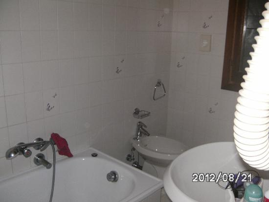 Hotel Ateneo: salle de bain