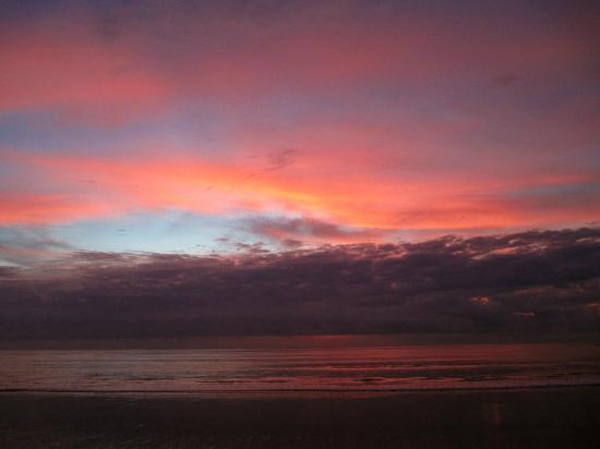 Belmond Jimbaran Puri: Sunset from hotel beach