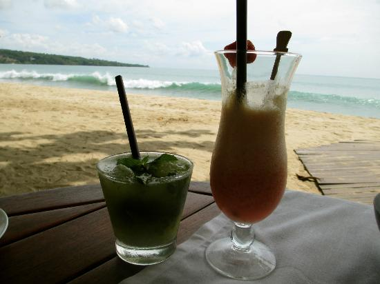 Belmond Jimbaran Puri: Drinks on the beach