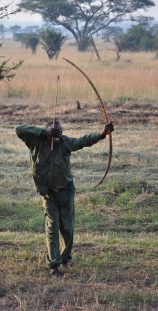 Grumeti Migration Camp: bow and arrow lesson