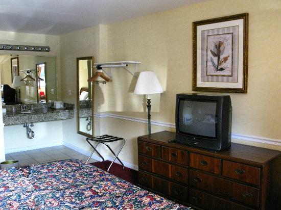 Rodeway Inn Lyons: Tv ancien modèle et déco standard
