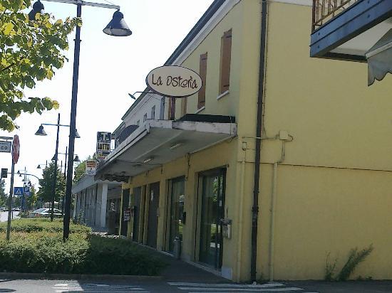La Osteria: l'ingresso...