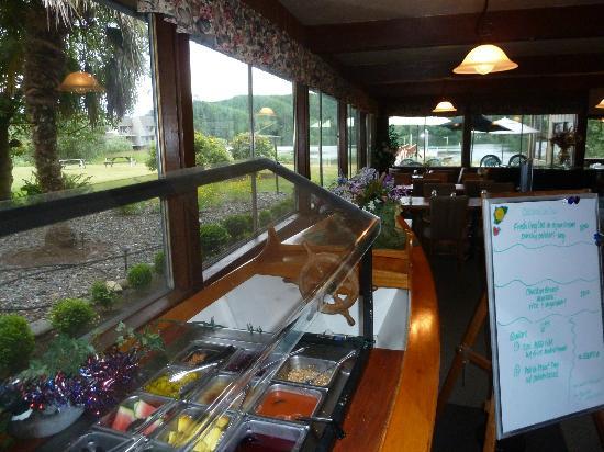 Lakeshore Lodge: Restaurant mit Salatbar