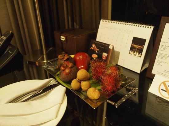 Impiana Private Villas Kata Noi: Fresh fruits replenished daily.