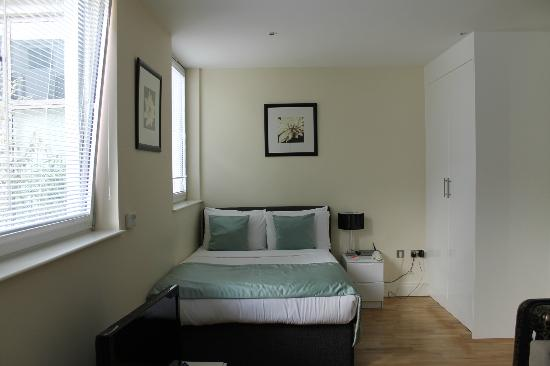 Canary Wharf Apartments: Bedroom/living room