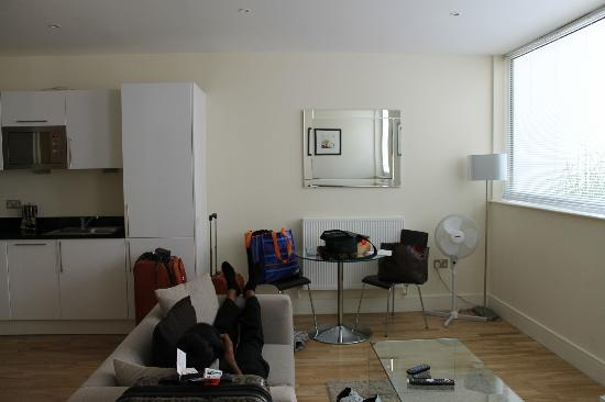 Canary Wharf Apartments: Living area