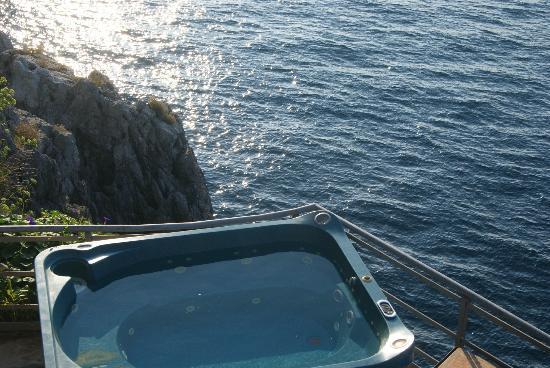 La Locanda del Fiordo: la vasca idromassaggio con vista
