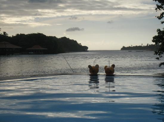 Ranga Holiday Inn: pool and river