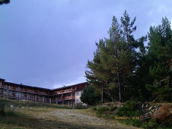 Appart'Vacances Pyrenees 2000: Vue arrière côté parcours de santé