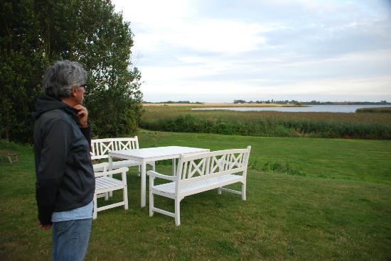 Stege Nor: la vista verso il lago dal prato dell'hotel