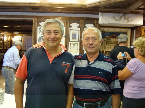 Hotel Ai Pini : A destra della foto il signor Adriano, proprietario dell'Hotel