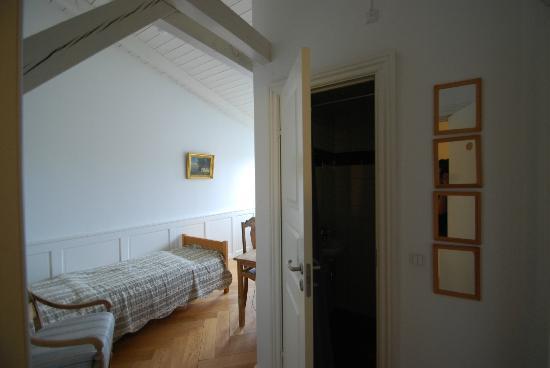 Stege Nor: il lettino e la porta del bagnetto