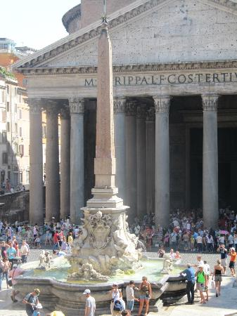 Albergo del Sole Al Pantheon: The Pantheon